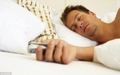 Bahayakah Tidur Dengan Handphone?